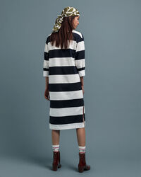Feminines Rugger Kleid mit Streifen