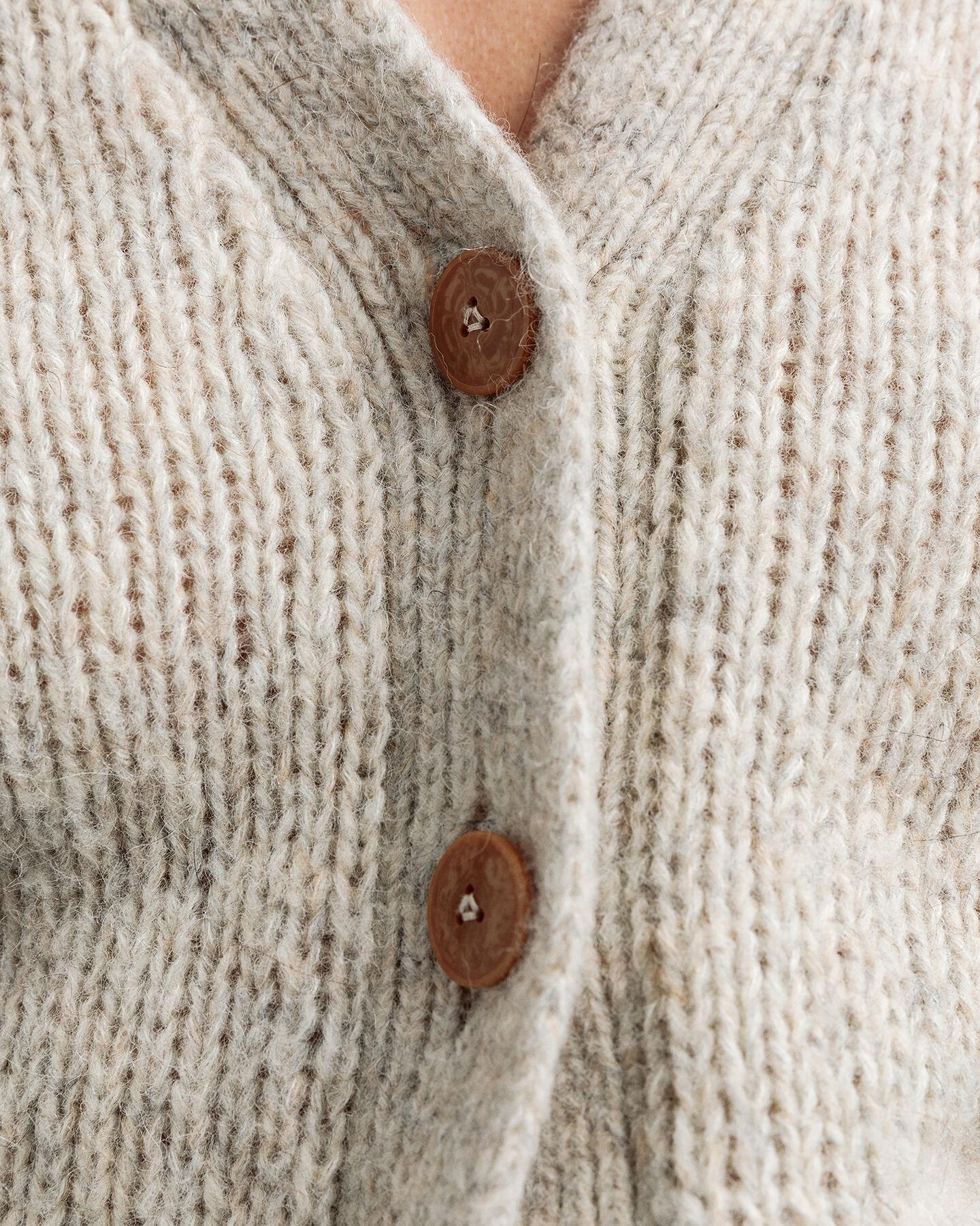 Strickjacke aus buntem Garn