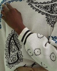 Bandana Rundhalspullover mit Intarsienstrickerei