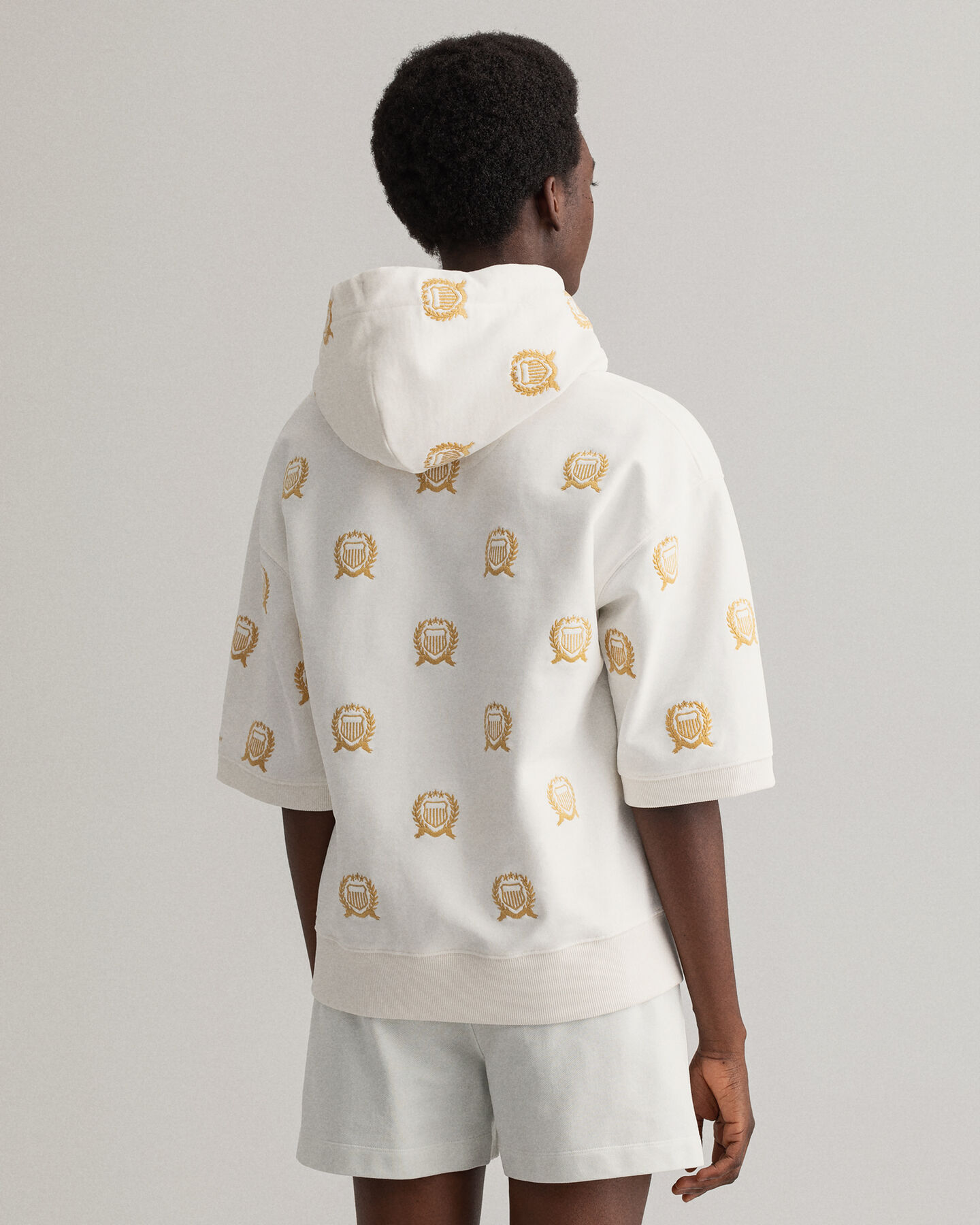 Crest Kurzarm Sweat Hoodie mit Stickerei