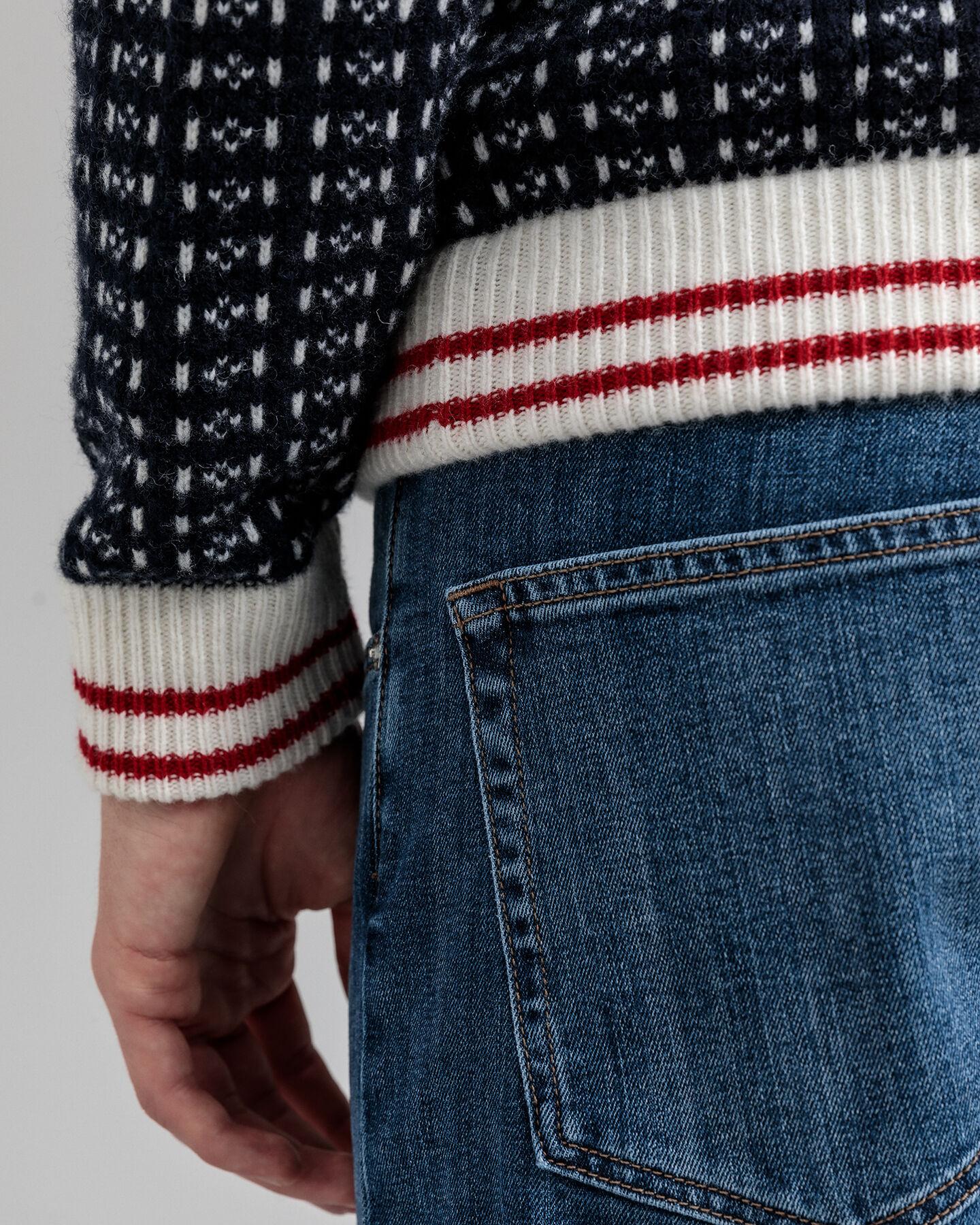 Pullover mit Rundhalsausschnitt im Patentmuster